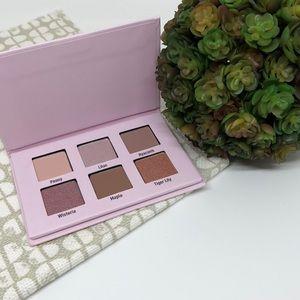 💋 Bloom eye shadow palette